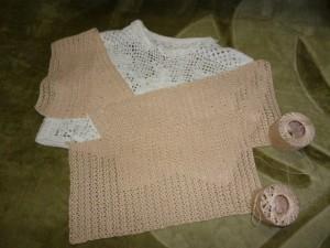 ベージュのものが今編んでいるボレロです。早く編まないと夏が終わってしまう…。
